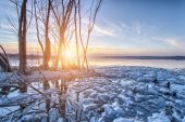 Sunset over the lake — Stock Photo