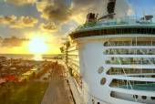 Luxury liner in port, hdr image — Stock Photo