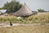 Little girl and hut in South Sudan — Stock Photo