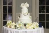Four tiered wedding cake — Stock Photo