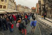 Tourists watch astronomical clock in Prague — Stock Photo