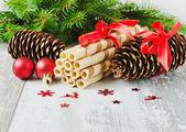 Christmas cookies and christmas decorations — Stock Photo
