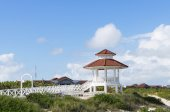 Wedding station tower on white sandy beach, Santa Maria, Cuba — Stock Photo