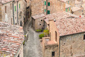 Old streets in the town of Sorano, Italy — Stock Photo