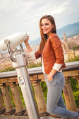 Beautiful girl impressed view the panorama of Florence in autumn — 图库照片