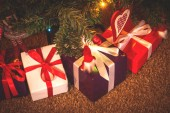 Decorated Christmas tree and Christmas gifts — Foto Stock