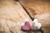 The pink and white heart on a wooden rustic table as background — Φωτογραφία Αρχείου