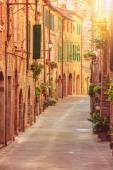 Old beautiful Tuscan streets in the Italian town — Stock Photo
