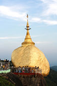 Kyaikhtiyo gold pagoda — Stock Photo