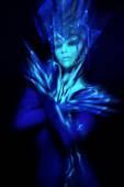 Girl in blue ultraviolet costume — Stock Photo