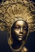 Mannequin in golden headwear — ストック写真