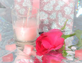 Walentynki. Walentynki serca, róża kwiaty i prezent pudełko — Zdjęcie stockowe