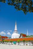 Giant pagoda  of  Wat Phra Mahathat Woramahawihan — Stock Photo
