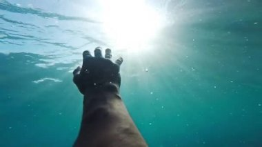 Hand Sinking Deep Underwater Ocean Sea Drown Desperation Hopelessness Sun Rays Shining Surface Trouble Danger Swimmer Salvation Rescue Hope Concept Gopo HD — Wideo stockowe