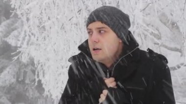 Man Cold Winter Outdoors Freezing Weather Snow Falling — Wideo stockowe