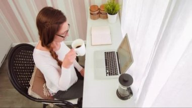 Pretty Young Woman Working From Home Pc Laptop Technology Blogging Blogger Web Designer App Coffee Vintage Living Room Creative Artist Female Entrepreneur Ceo Businesswoman — Stock Video