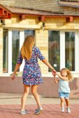 Mother and daughter walking in city park — Stock Photo