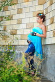 Gravid kvinna i park — Stockfoto
