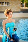 Gravid kvinna i parken — Stockfoto