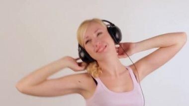 Girl with headphones dancing — Stockvideo