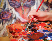 Artist's hand Paint a picture — Stock Photo