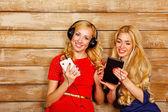 Sisters listening to music on headphones — Stock Photo