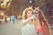 Best friends. Group selfies. Toning. — Stock Photo