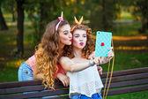 Best friends. Group selfies. — Stock Photo