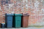 Trash can rubbish dustbin outside — Stock Photo