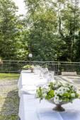 свадебный стол в замке — Стоковое фото