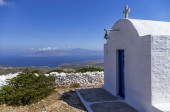 Chapel on top of a mountain in Iraklia island, Cyclades, Greece — Zdjęcie stockowe