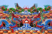 Chinese dragons on the temple roof — Stock Photo