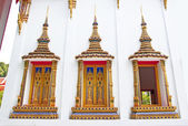 Beautiful Thai temple windows — Stock Photo