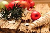 Red christmas ball and birch bark hearts — Stock Photo