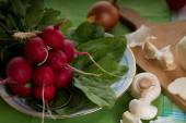 Bunch on radishes plus spinach and mushrooms — Stock Photo