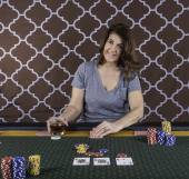 A woman playing poker at a table — Stock Photo