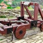 Old catapult in Tsarevets fortress,  Bulgaria, Veliko Tarnovo — Stock Photo #63025077