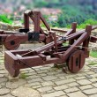 Old Crossbow and catapult in Tsarevets fortress,  Bulgaria, Veli — Stock Photo #63025099