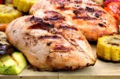 Grilled Chicken White Meat And Vegetables Close-Up — Stock Photo