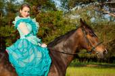 Horsewoman riding. — Stock Photo