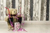 Teddy bear and gift, holiday, love — Stock Photo