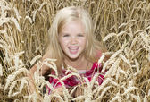 Girl is standing in a wheat field — Stock Photo