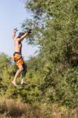 Man walking on the sling over the precipice — Stock Photo