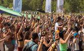 большое количество людей в красочные открытый фестиваль — Стоковое фото