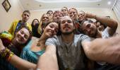 家のパーティーで陽気な会社 — ストック写真