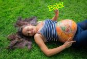 Pregnant girl walking in park — Stock Photo