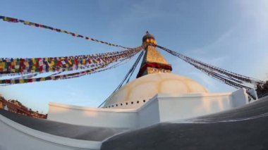 Stupa Nepalese and Tibetan flags — Stock video