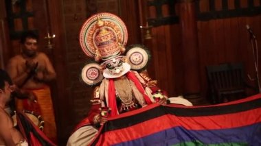 FORT COCHIN, India -  January 10, 2015: Kathakali performer in the virtuous pachcha role in Cochin on January 10, 2015 in South India. Kathakali is the ancient classical dance form of Kerala. — Stock Video