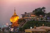 Kyaiktiyo pagoda zachód słońca — Zdjęcie stockowe