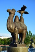 A statue featuring a camel with an eagle sitting on its hump — Stock Photo